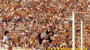Maradona segna a Pacchiarotti