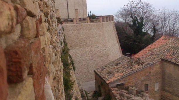 Muraglione Palazzo d'Avalos
