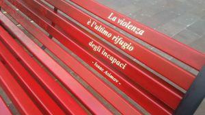 Panchina rossa vasto