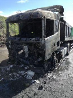 Camion bruciato a14