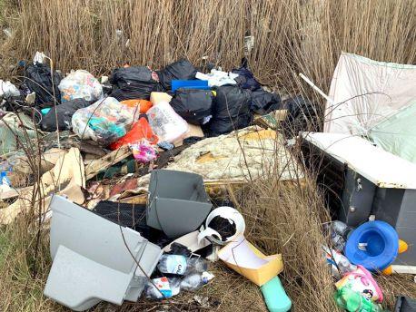 Montenero rifiuti abbandonato
