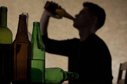Ubriaco alcol beve